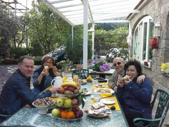Villa Maresca: L'abbondante e squisita colazione