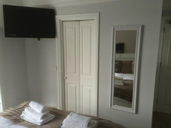 The Waverley Guesthouse: room 5