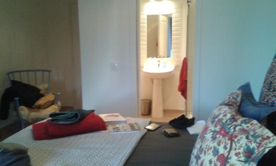 L'Autre Maison : room + toilet