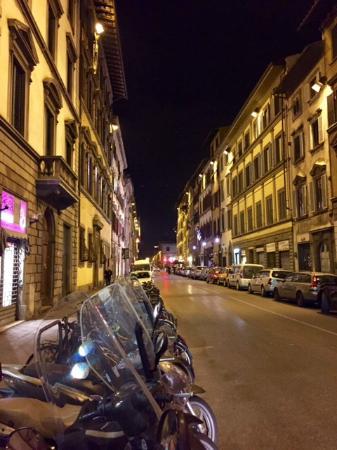 B&B Lady Florence: Vista da rua em frente à porta