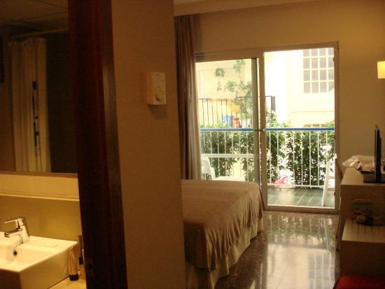 Hotel GHT Costa Brava: Номер на первом этаже .