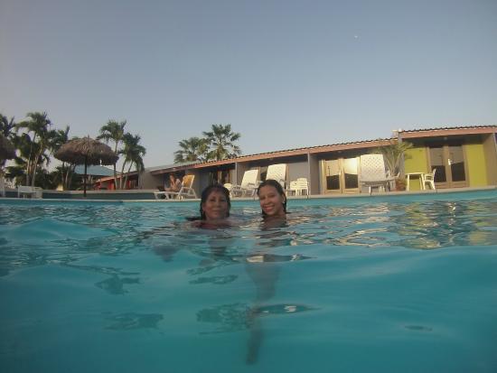 Aruba Blue Village: Una de las 2 piscinas