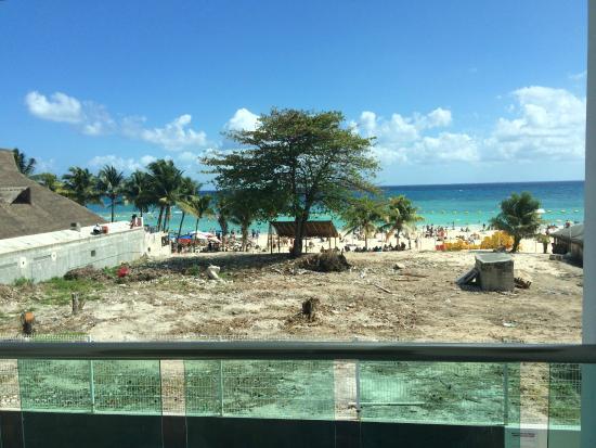 Casa Melissa: Vista do terreno que fica entre o hotel e a praia