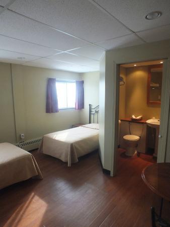 St Augustin de Desmaures, Canadá: Chambre occupation double (2 lits simples) avec toilettes et douches privées dans la chambre