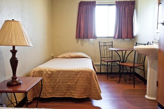 St Augustin de Desmaures, Canadá: Chambre occupation simple avec toilettes et douches partagées à l'étage