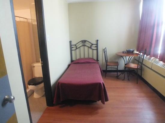 St Augustin de Desmaures, Canadá: Chambre occupation simple avec toilettes et douches privées dans la chambre