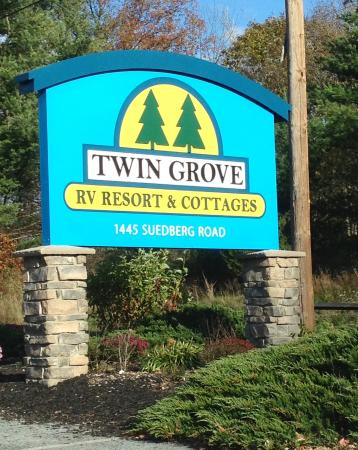 Twin Grove RV Resort & Cottages: Entrance