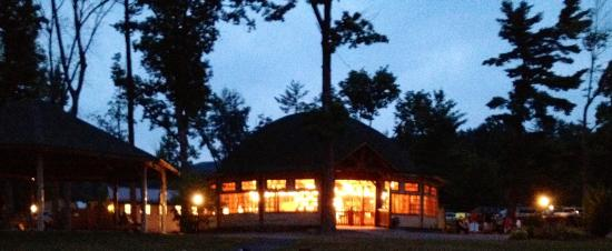 Twin Grove RV Resort & Cottages: Vintage Merry-go-round, after dusk