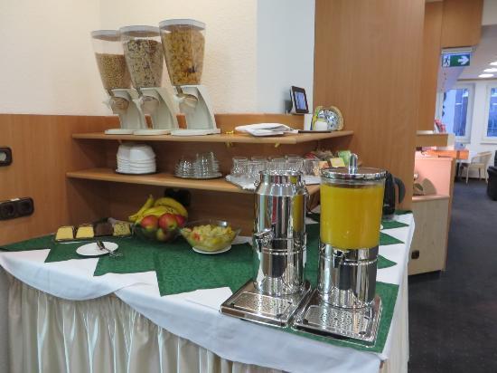 Hotel Adler : Breakfast