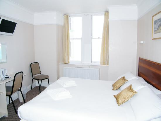 The Clarence House Hotel : Twin or Superking Bedroom