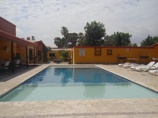Quinta Santa Cecilia: Habitaciones y alberca