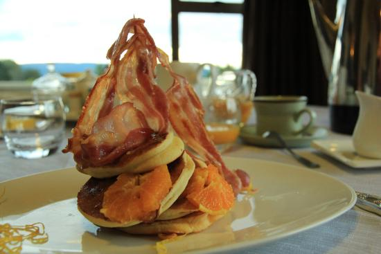 Riverton Bed and Breakfast : Bacon tower!!