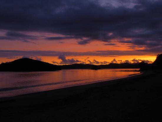 Cap'n Bob's Beach House: Incredible sunrise over the beach