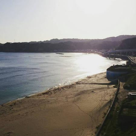 Katsuura Hotel Mikazuki: 部屋から見える海��