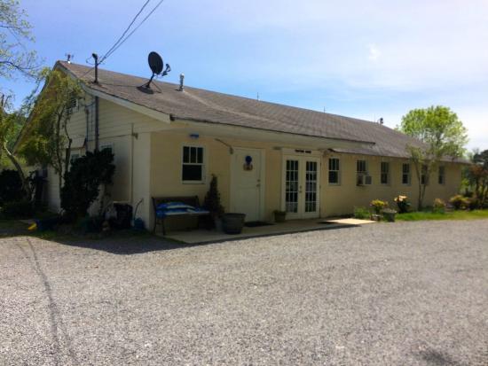 Attalla, AL: Entrance to tasting room