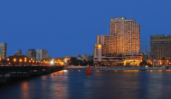 InterContinental Cairo Semiramis: The Hotel is located right in the heart of Cairo, and next to the Egyptian Museum.