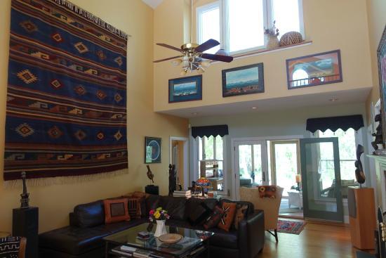 Inn at Moler's Crossroads : main common area / living room