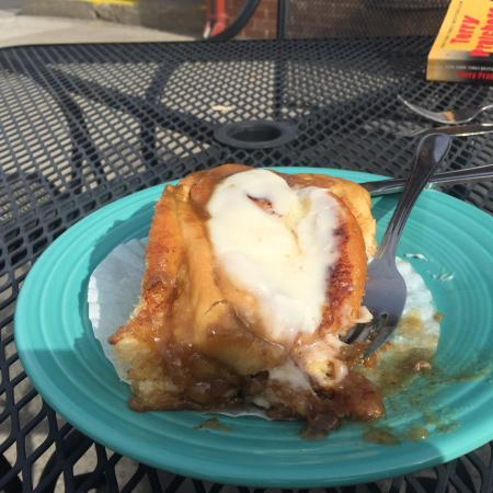 Rocky Mountain Mojoe: giant cinnamon rolls