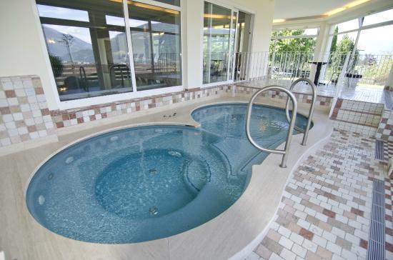 Taushof Hotel: Wellnessbereich/Whirlpools mit herrlichem Panoramablick