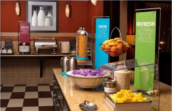 Hampton Inn & Suites Fargo: Complimentary Breakfast