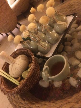 Lavana: Welcome Tea and Herbal Ball / Essential Oils choice
