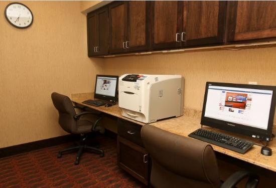 Hampton Inn & Suites Fargo: Business Center