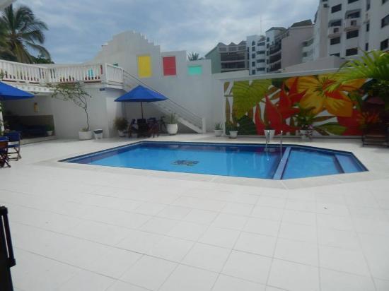 Apartamentos Commodore Bay Club: building pool