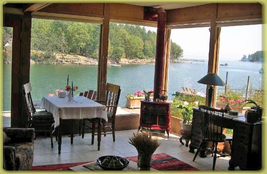 Salish Sea Bed & Breakfast: Dining Area