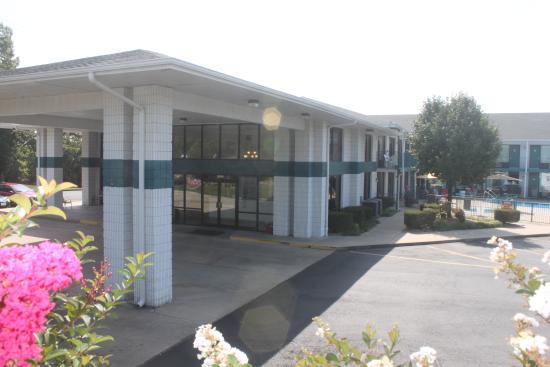 Ozark Valley Inn : Main Entrance