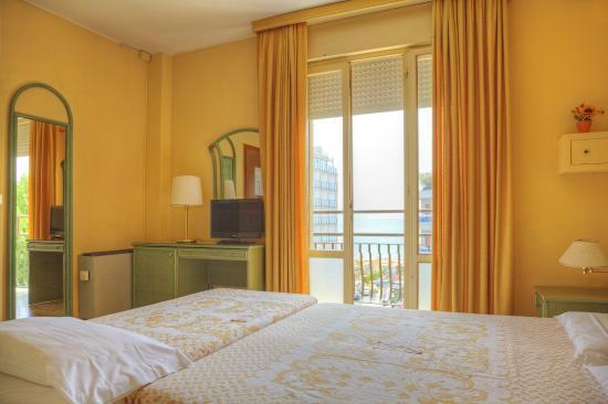 Hotel Amalfi: CAMERA DOPPIA CON LETTO AGGIUNTO