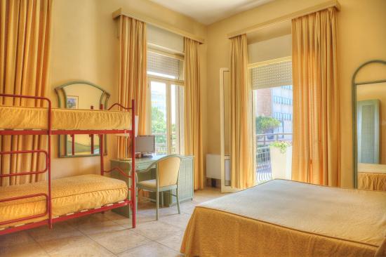 Hotel Amalfi: CAMERA QUADRUPLA CON BALCONE
