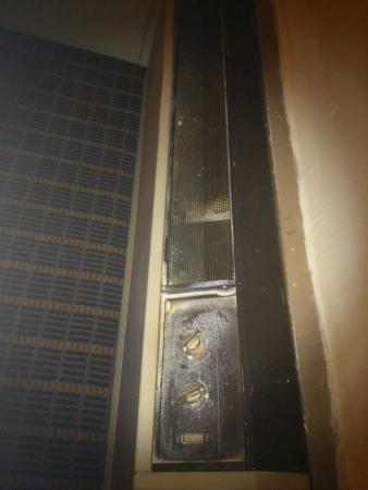 Rodeway Inn: Degraded heat/cooling unit; missing parts