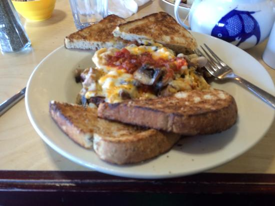 Courtenay, Canadá: Sausage and salsa skillet with multigrain toast