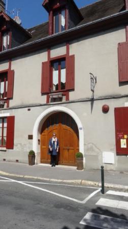 Hotel Au Charme Rabelaisien : Great Location