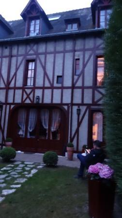 Hotel Au Charme Rabelaisien : The Lovely Garden