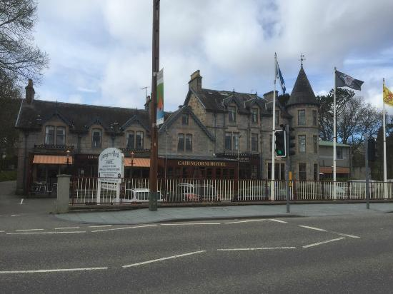 Cairngorm Hotel: Hotel from the main road