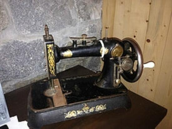 Rose Blanche Lighthouse: Sewing machine used by the lighthouse keeper's wife