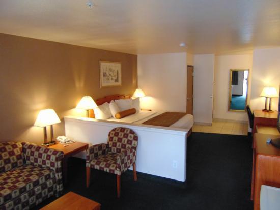 Magnuson Hotel Manitou Springs: Manitou Springs Magnuson Hotel - King Size Suite