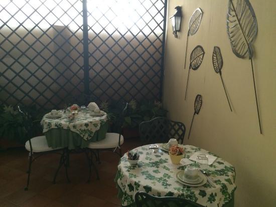 tavoli per la colazione - Foto di Hotel Mergellina, Napoli ...
