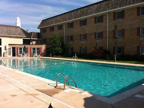 Bird-In-Hand Family Inn : Pool Building