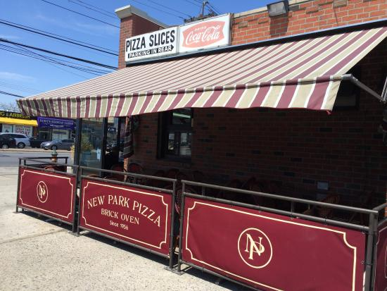 New Park Pizzeria: New Park outside dining