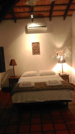 Santa María Hotel: View of the bedroom. The other 1/2 had 2 twin beds.