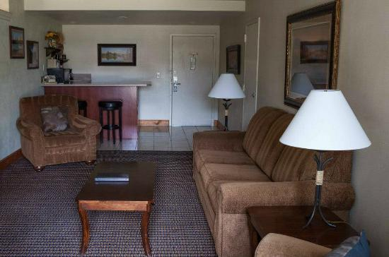Red Lion Hotel and Conference Center Billings: Business Suite Living room