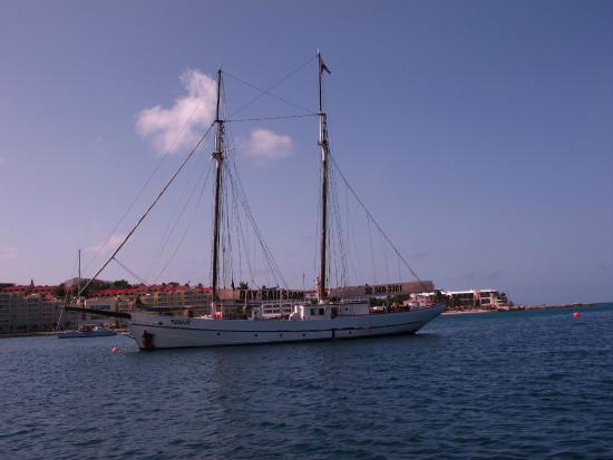 Simpson Bay, St Marteen/St. Martin: At Anchor