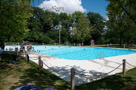 Heart Lake Conservation Area: Heart Lake's pool