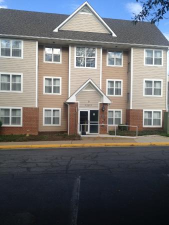 Residence Inn Fair Lakes Fairfax: Building B.