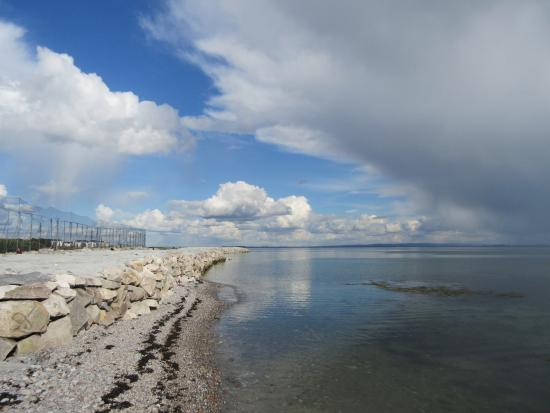 Salthill Caravan Park: View of the walkway to Salthill/Galway City