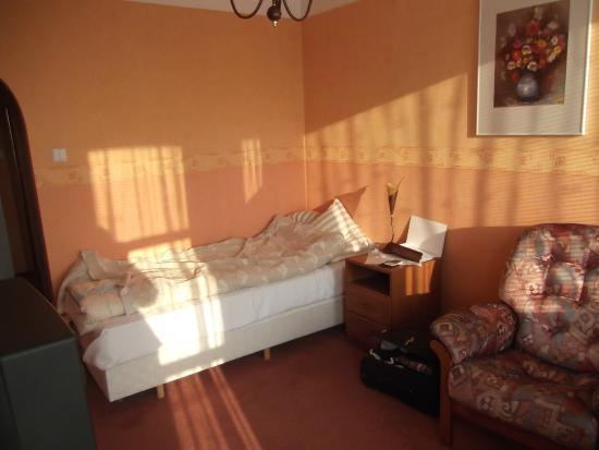 Ikar Hotel: Early morning, I had the eastern room