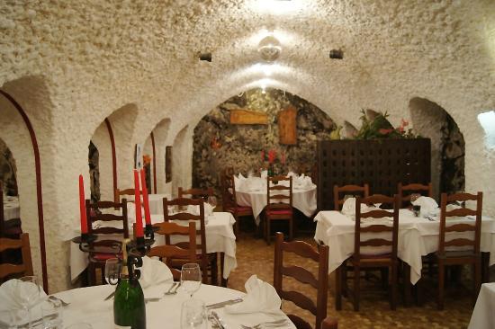 Le Caveau: La salle dans une cratère