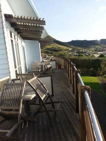 Ahipara Bay Motel: Communal deck accessed from each unit